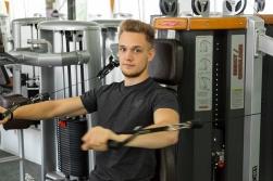 Funktionelles Training an den Human Sports Geräten.